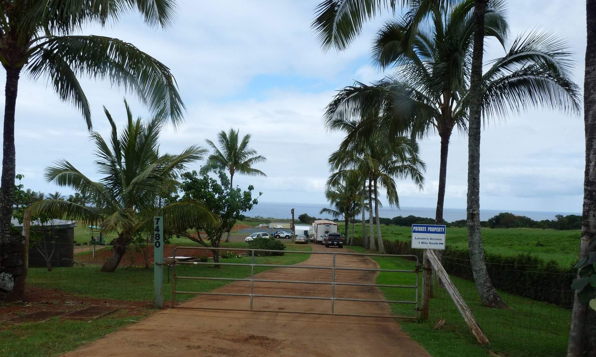 Facebook CEO Mark Zuckerberg is dropping multiple quiet title lawsuits filed over ownership of land located within his beachfront estate in Hawaii.